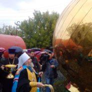 Митр.НИКОН освятил купол и крест строящегося Никольского собора г. Белорецка